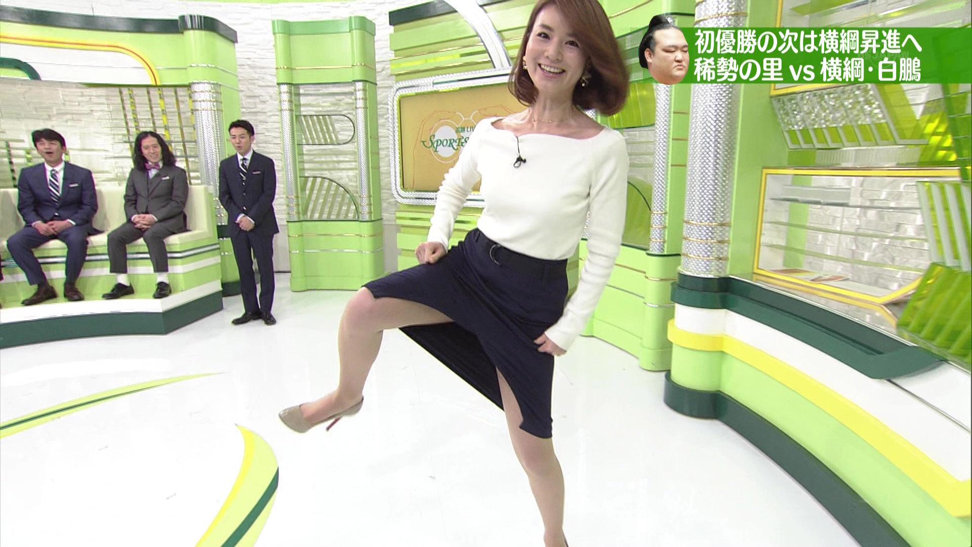 秋元玲奈アナ スカートでシコを踏んで股間がギリギリ過ぎ!!【GIF動画あり】