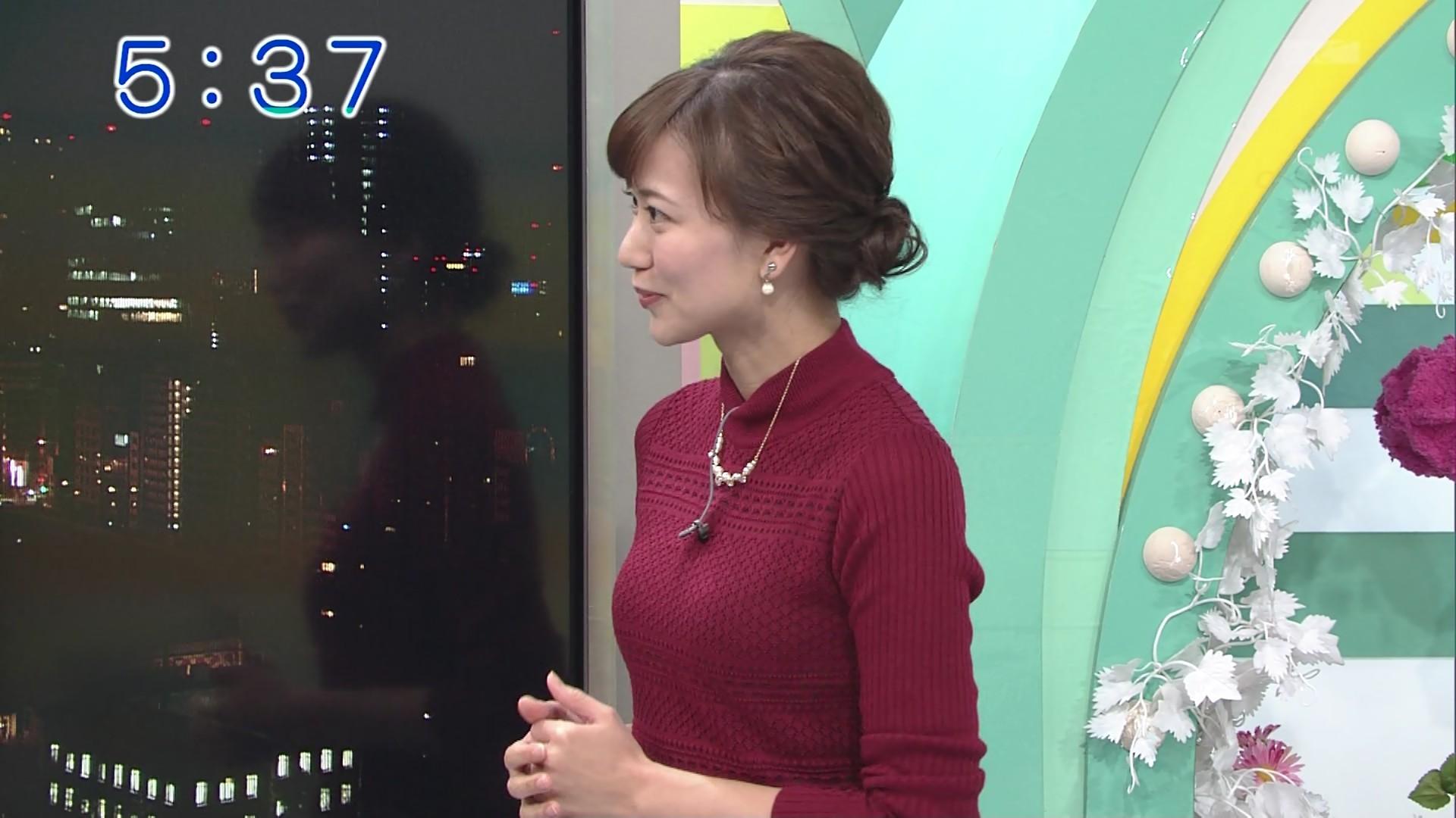 斎藤真美アナがおっぱい強調!!