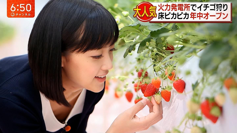 竹内由恵アナがイチゴ狩りで胸チラ!!【横乳】