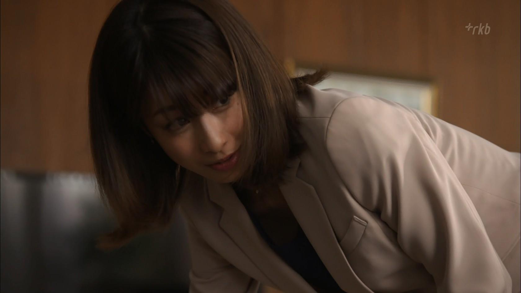 加藤綾子アナ ドラマでちょっと胸元チラ!